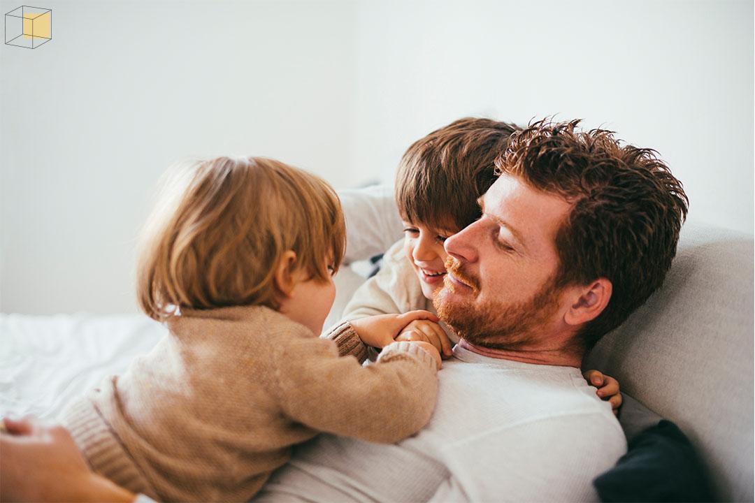 พ่อเล่นกับลูก