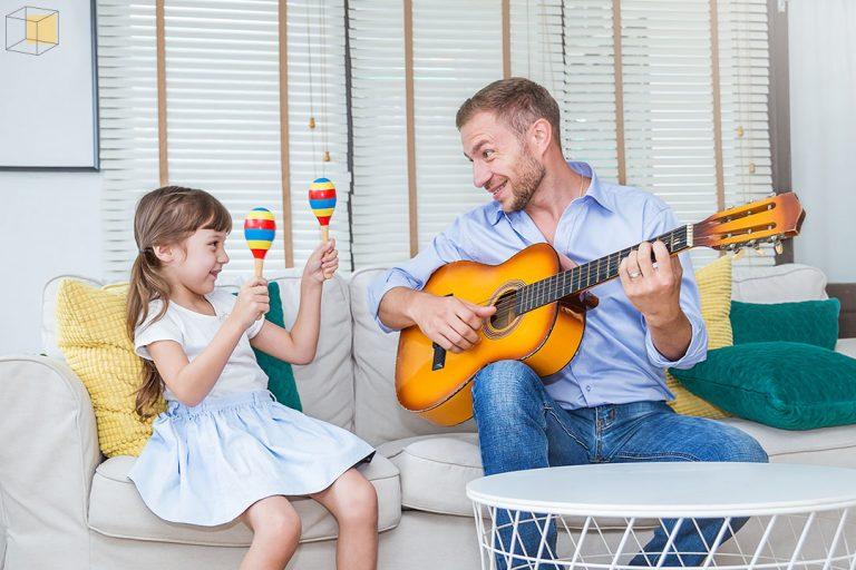 ร้องและฟังเพลงที่ลูกชอบ ไม่ใช่เรื่องน่าอาย