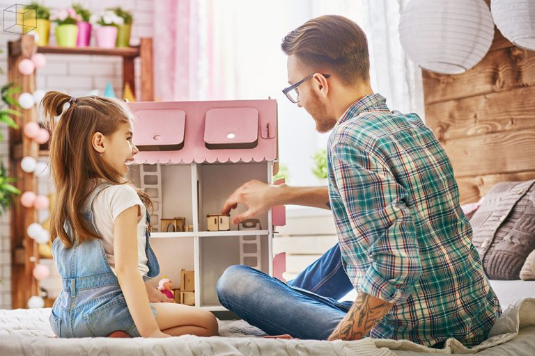 เล่นกับลูก ทำให้ลูกเชื่อใจและกล้าคุยกับพ่อ