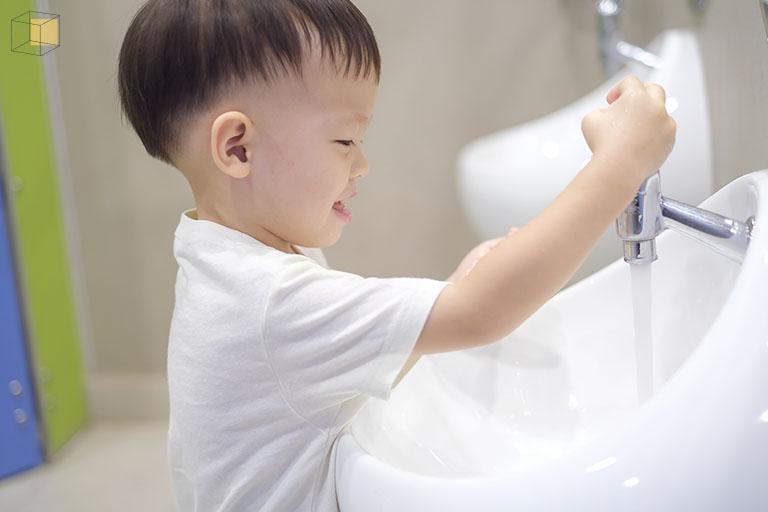 เด็กกับห้องน้ำในห้าง